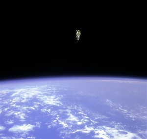 BRUCE-MCCANDLESS-SPACE-WALK-cropped & resized